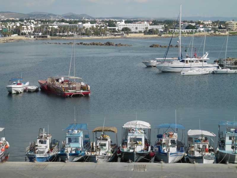 Blick vom Kastell auf das Hafenbecken